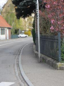 Trottoir étroit Molsheim proximité gare